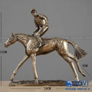 Hiệp sĩ cưỡi ngựa 01